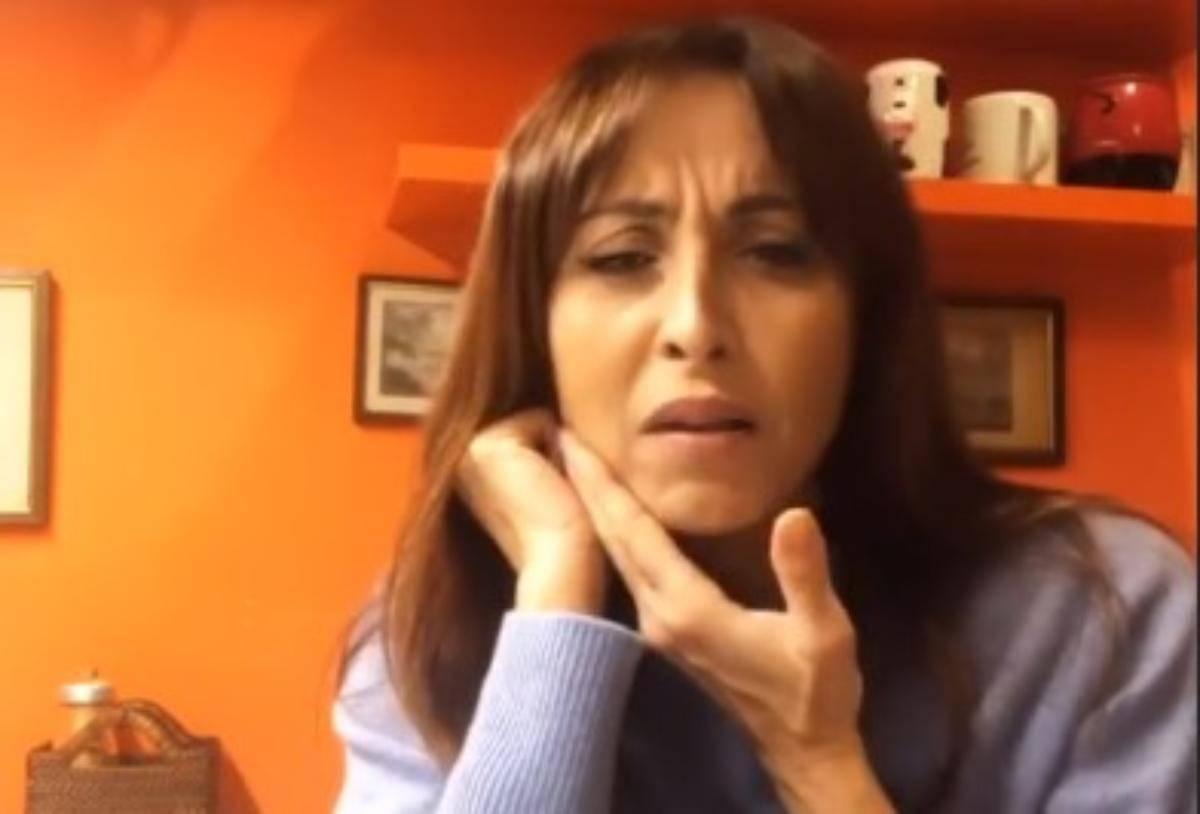Benedetta Parodi si fa male mentre parla: costretta ad interrompersi, cosa è successo alla conduttrice