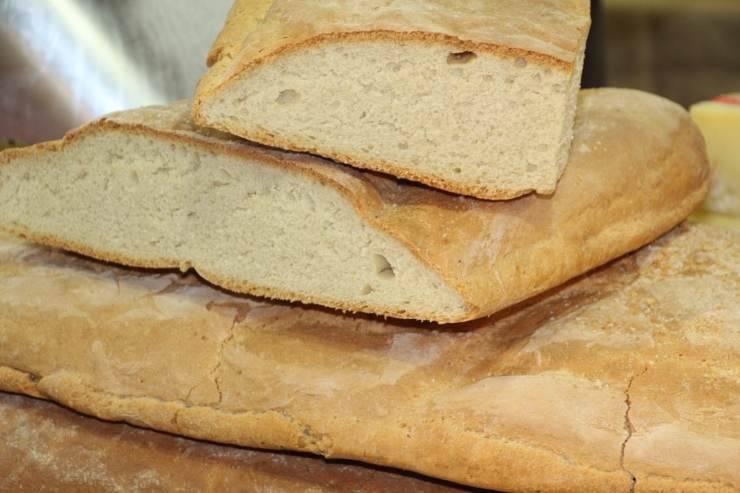 Riutilizzare il pane raffermo per una ricetta strepitosa: pronto in 5 minuti