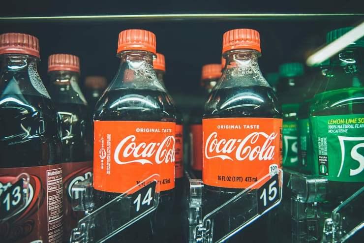 Coca Cola, la decisione: non dirà addio alla plastica, ecco il motivo