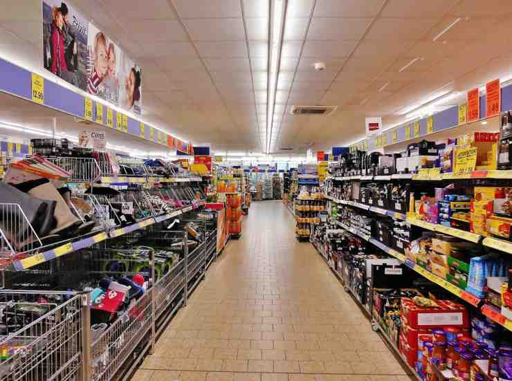 Lista della spesa per supermercato: cosa non deve mai mancare in casa