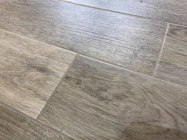 pulire fughe pavimento