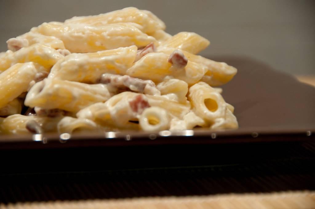 Pasta prosciutto e taleggio, un primo saporito e veloce da preparare
