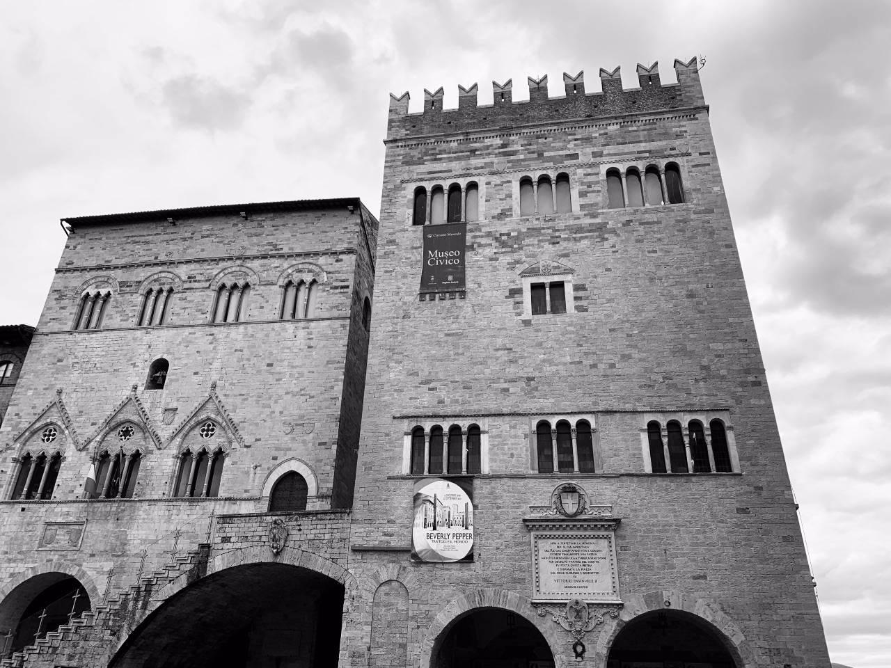 """A Todi è nato un """"ristorante albero"""" per mangiare distanziati"""