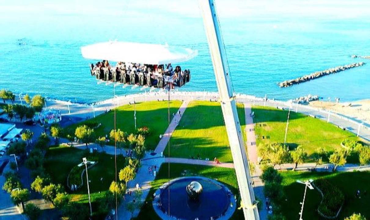 Dinner in the Sky: a Pesaro si cena a 50 metri da terra