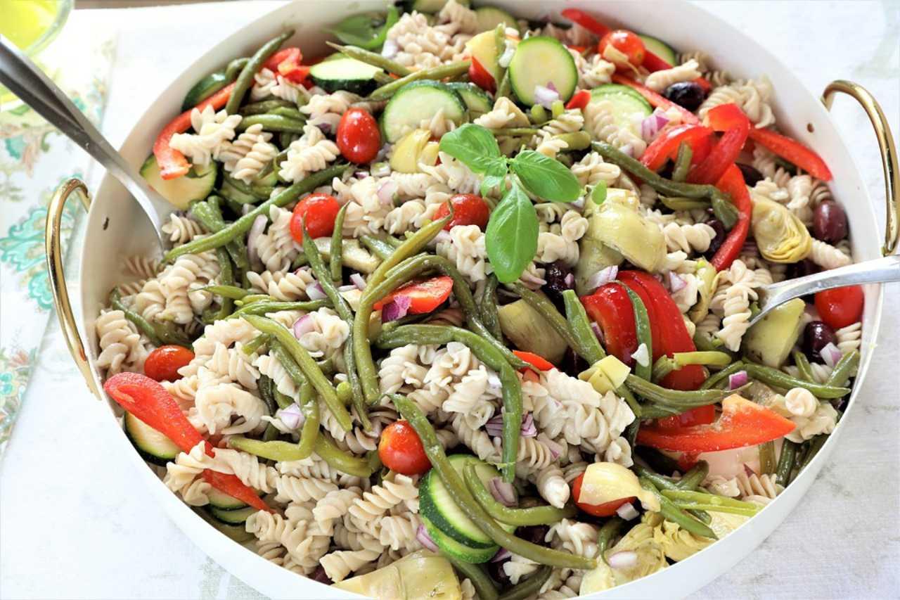Come condire l'insalata di pasta: 5 idee gustose e pratiche