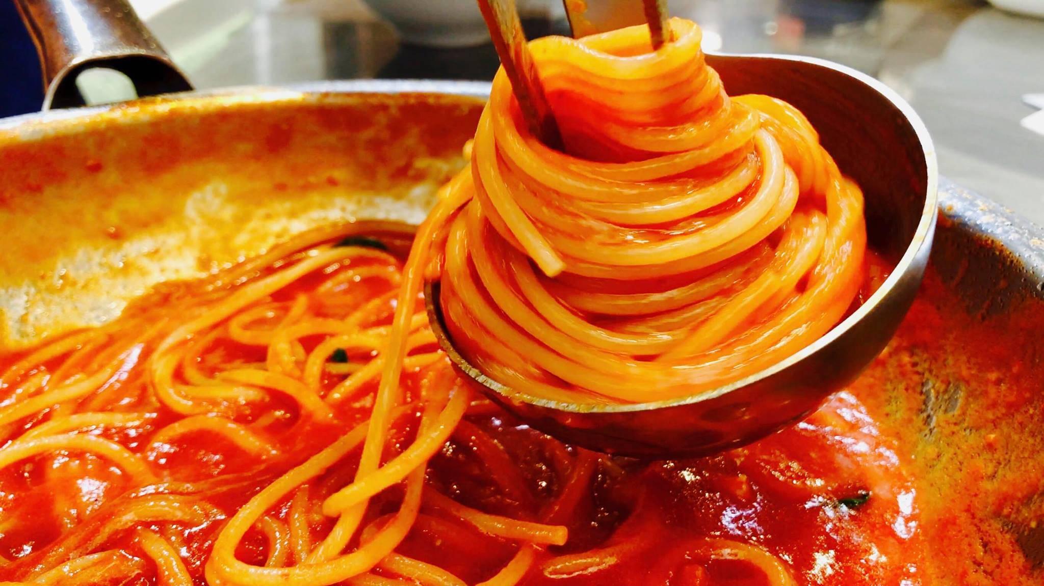 Pasta ai tre pomodori, un primo piatto estivo in pochi minuti