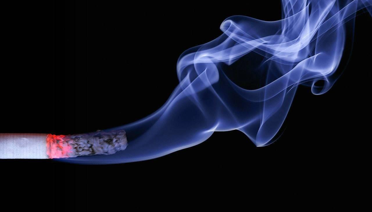 Puzza di fumo in casa? Il metodo segreto per eliminarla in pochi secondi