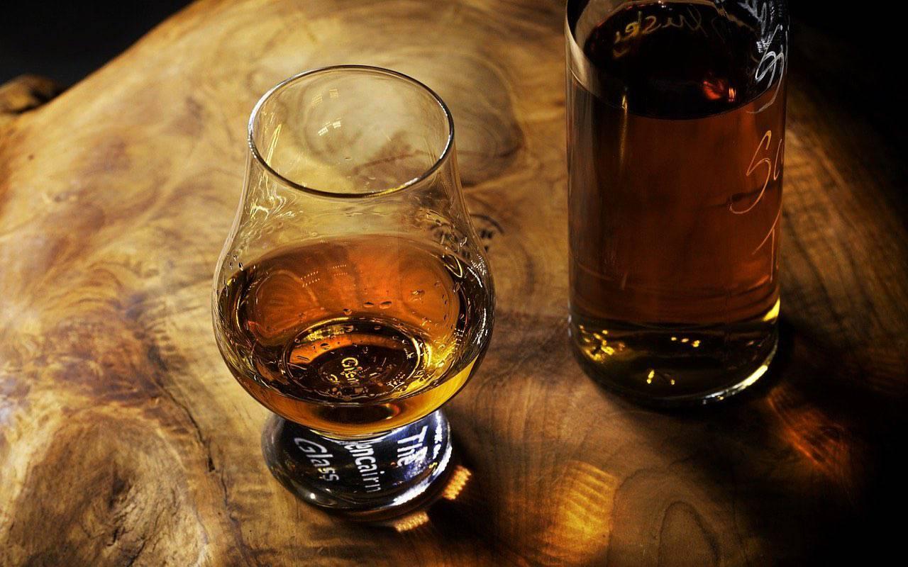 Dopo il gin della Regina arriva il rum di James Bond
