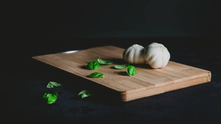 tagliere con aglio