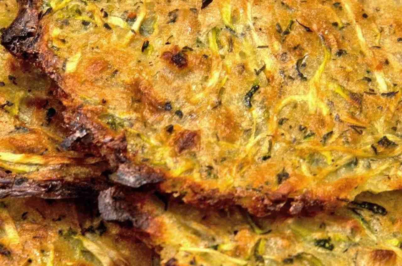 Come preparare le pizzette di zucchine e prosciutto cotto: deliziose!