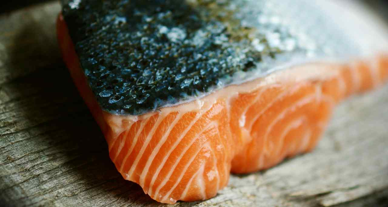 Allerta alimentare. Ministero della salute: ' non comprate quel salmone'