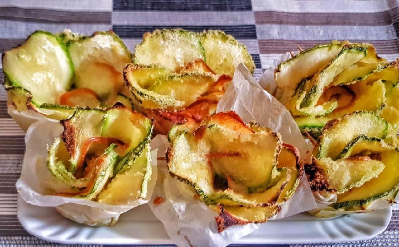 Rose di zucchine con cuore filante: il salva cena pronto in 5 minuti