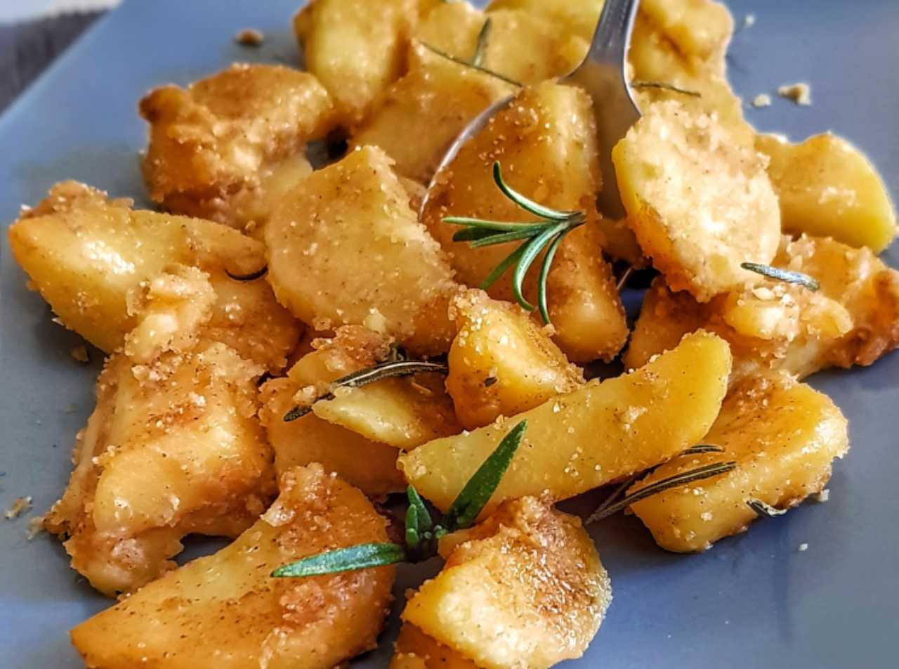 Come preparare le patate 'sabbiose': il trucchetto per un contorno delizioso