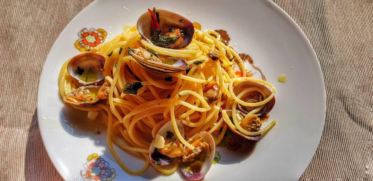 Spaghetti alle vongole: il segreto per un sughetto super cremoso come al ristorante