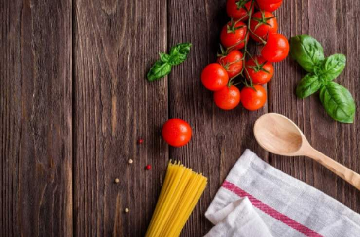 Spaghetti alla marinara in 10 minuti: il primo 'povero' che piace a tutti!