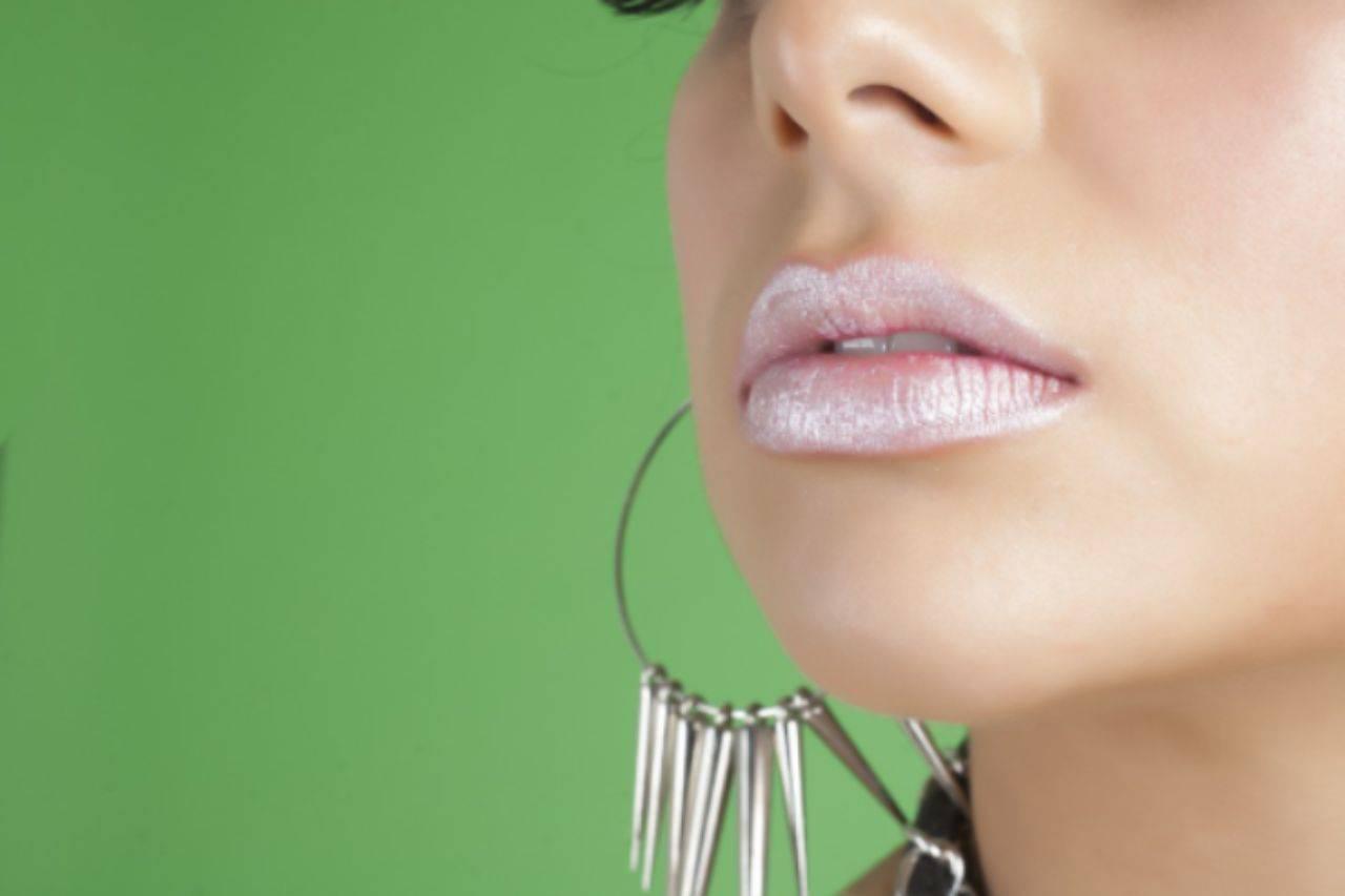 Labbra screpolate e freddo: il rimedio casalingo per una pelle morbida e nutrita