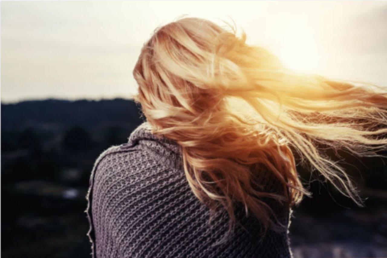 Aceto e capelli: il rimedio per renderli lucenti come dal parrucchiere