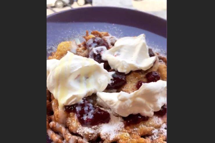 Funnel Cake, il dolce tipico tirolese: la ricetta semplice e golosissima