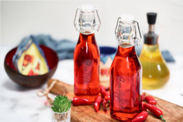 Olio al peperoncino: tutti i passaggi per farlo in casa