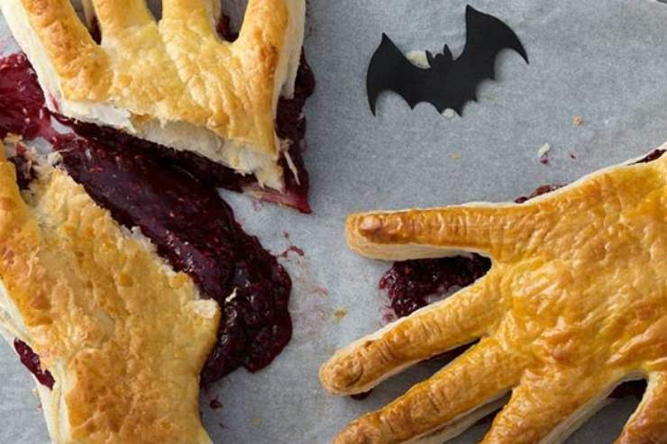 Halloween, mani mostruose: pronte in pochi minuti con due ingredienti