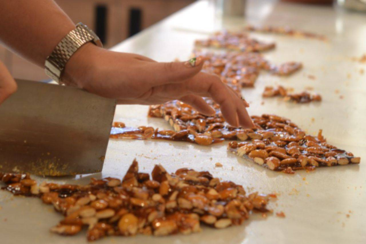 Croccante di frutta secca: scopriamo insieme come preparare questa delizia pronta in poche mosse, pochi ingredienti e massima resa