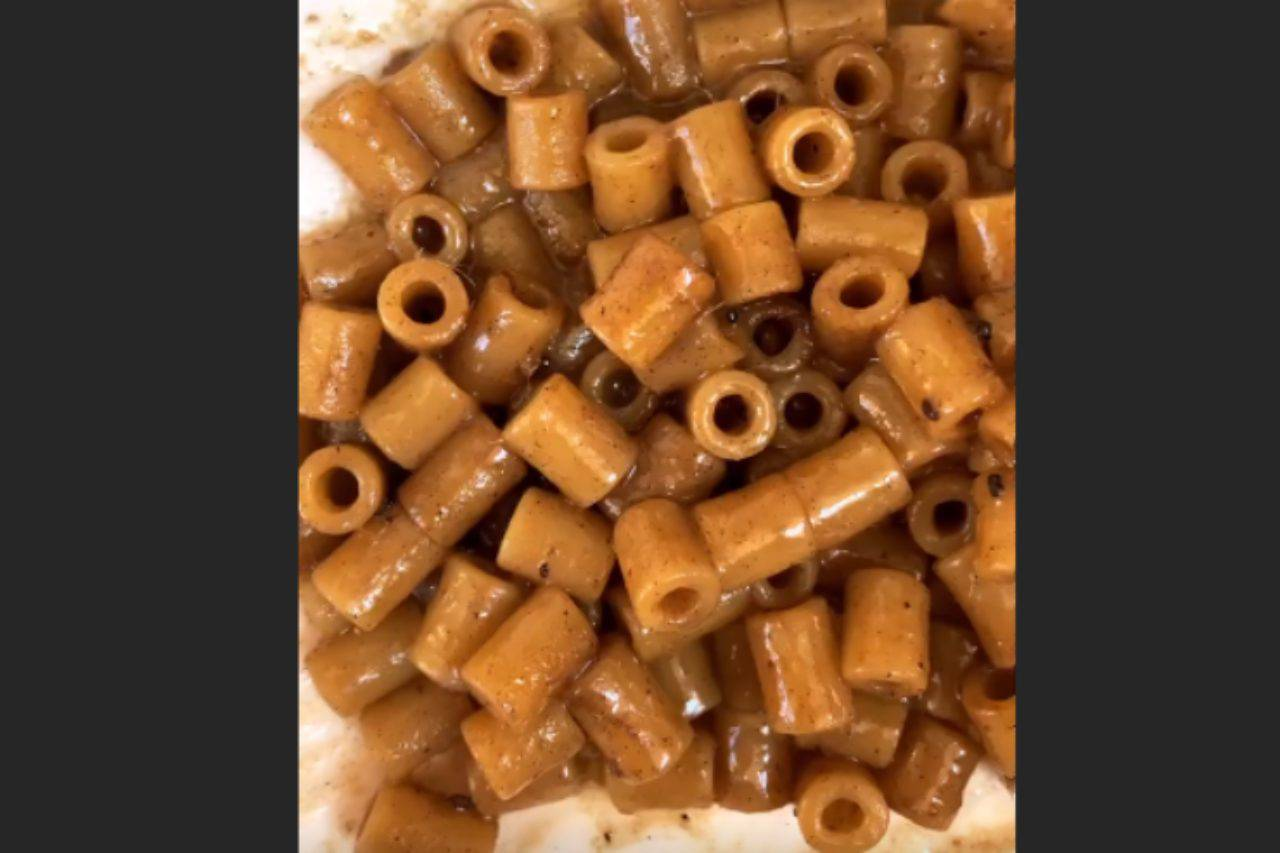 Tubetti burro e alici: il primo gustosissimo pronto in soli 15 minuti
