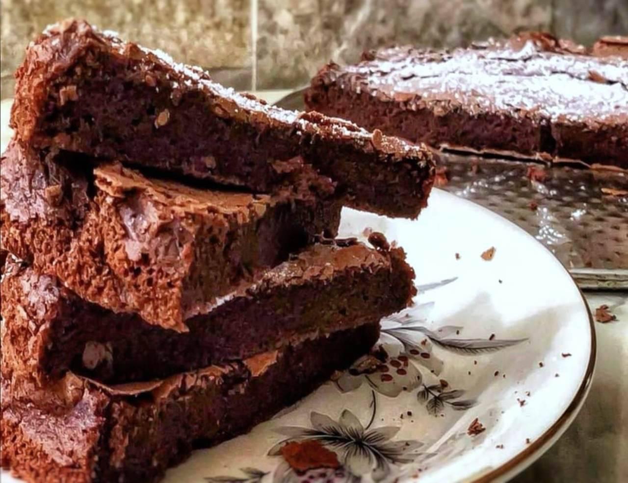 Torta al cioccolato, croccante fuori e cremosa dentro: pronta in 10 minuti