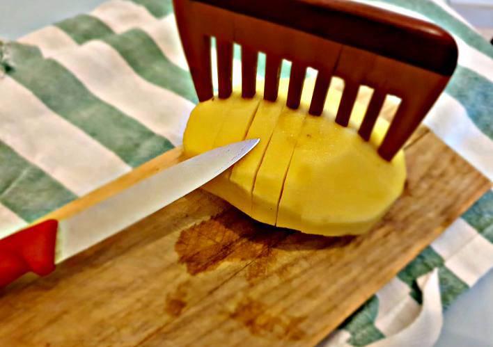 taglia verdure con utensile capelli