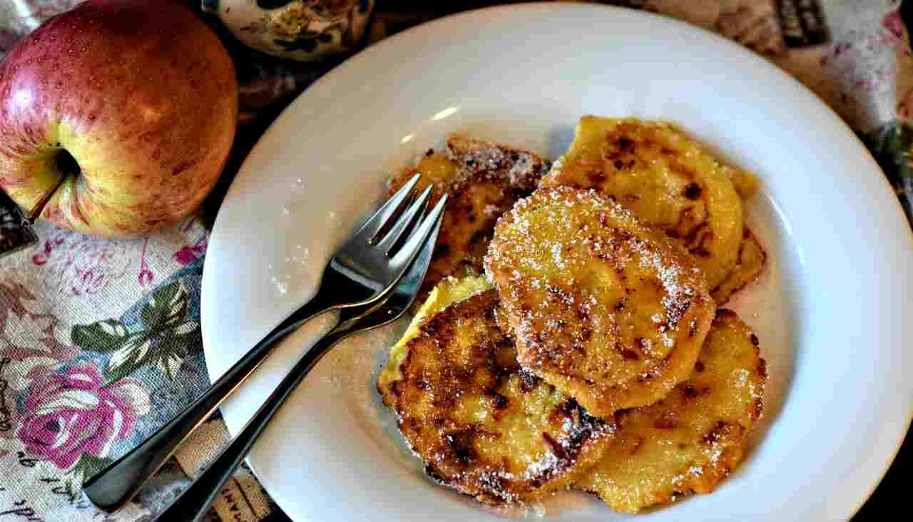 Cuor di mela: le frittelle golose per la colazione pronte in solo 3 minuti