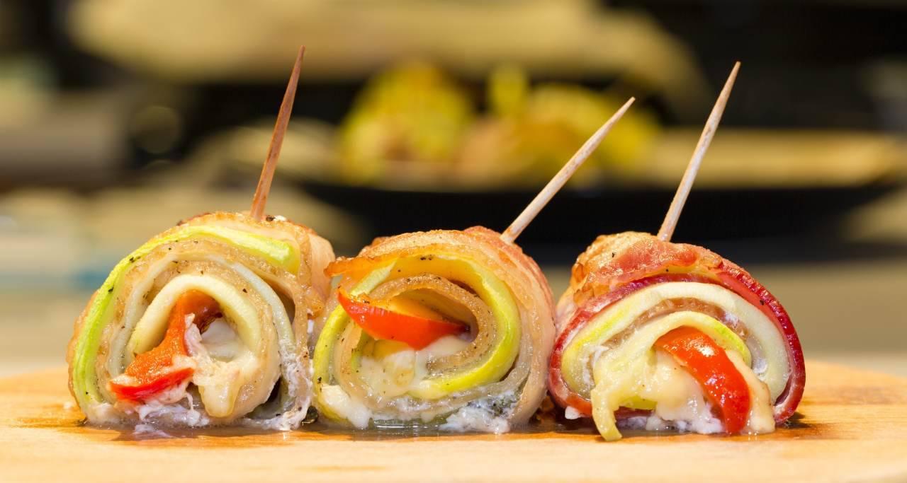 Involtini di pollo: la ricetta veloce per una cena super sfiziosa che accontenterà tutti