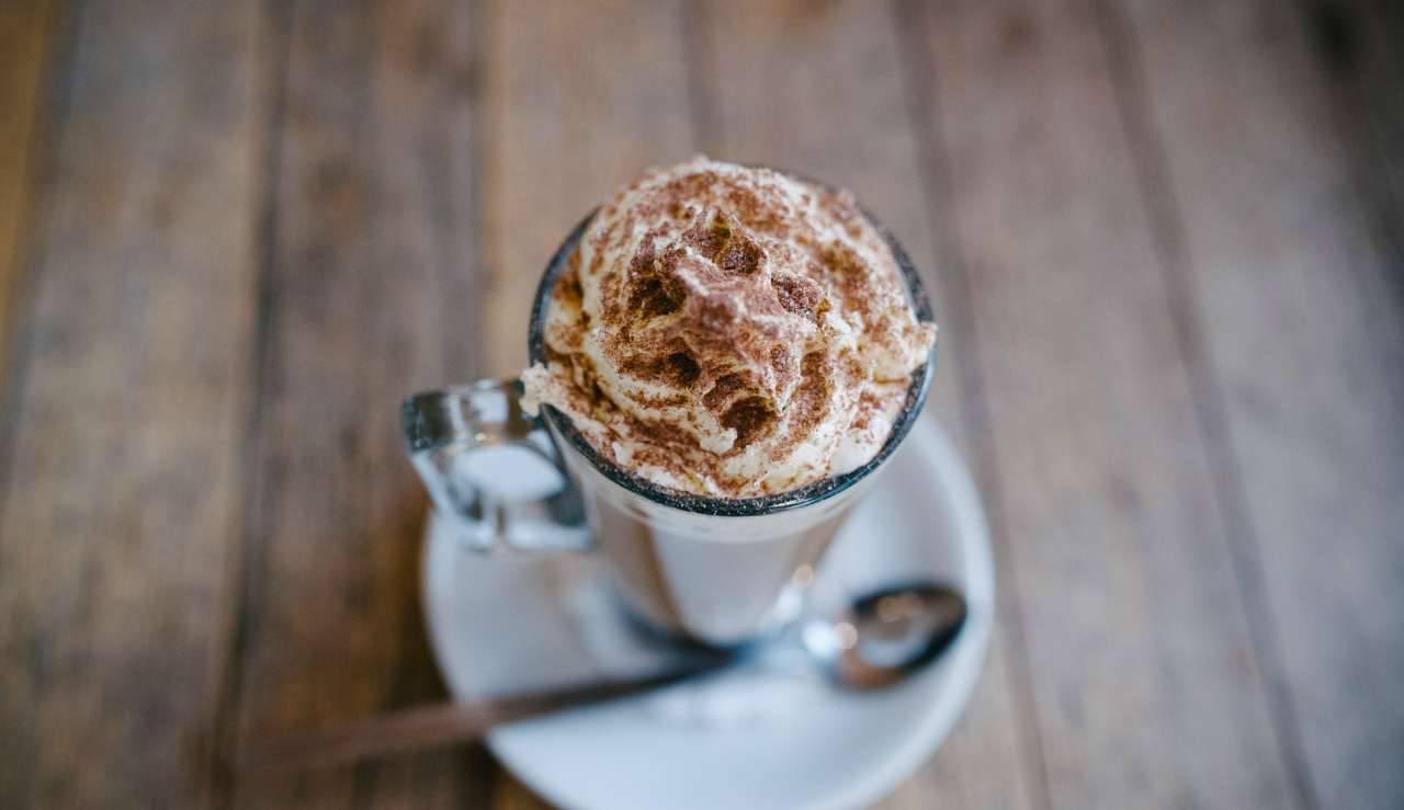 Crema di caffè in bottiglia: la ricetta sprint e facile pronta in 2 minuti esatti