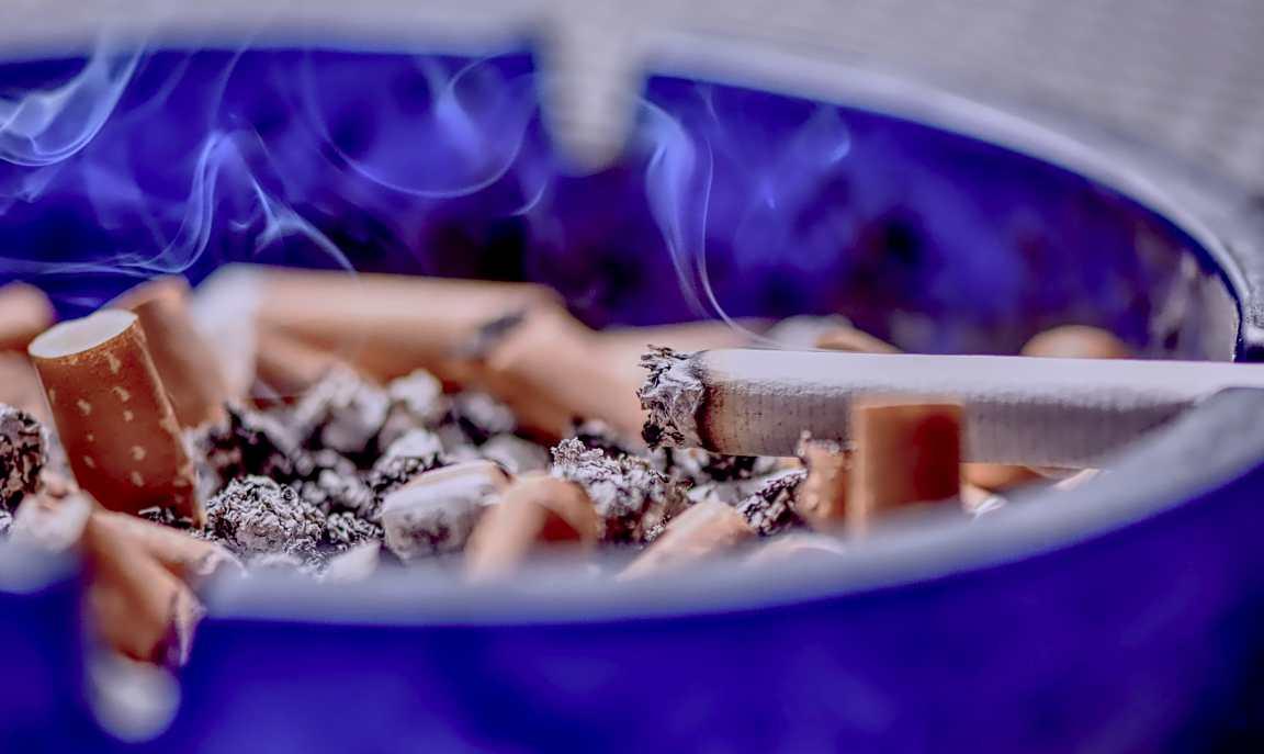 Posacenere profumati: come evitare l'odore di sigaretta spenta in casa