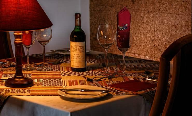 Menù per una serata romantica, la tavola