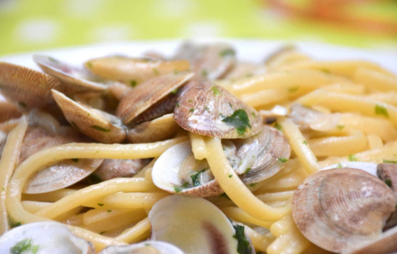 Spaghetti con le vongole, l'ingrediente aggiunto che li renderà irresistibili: così non li avete mai assaggiati