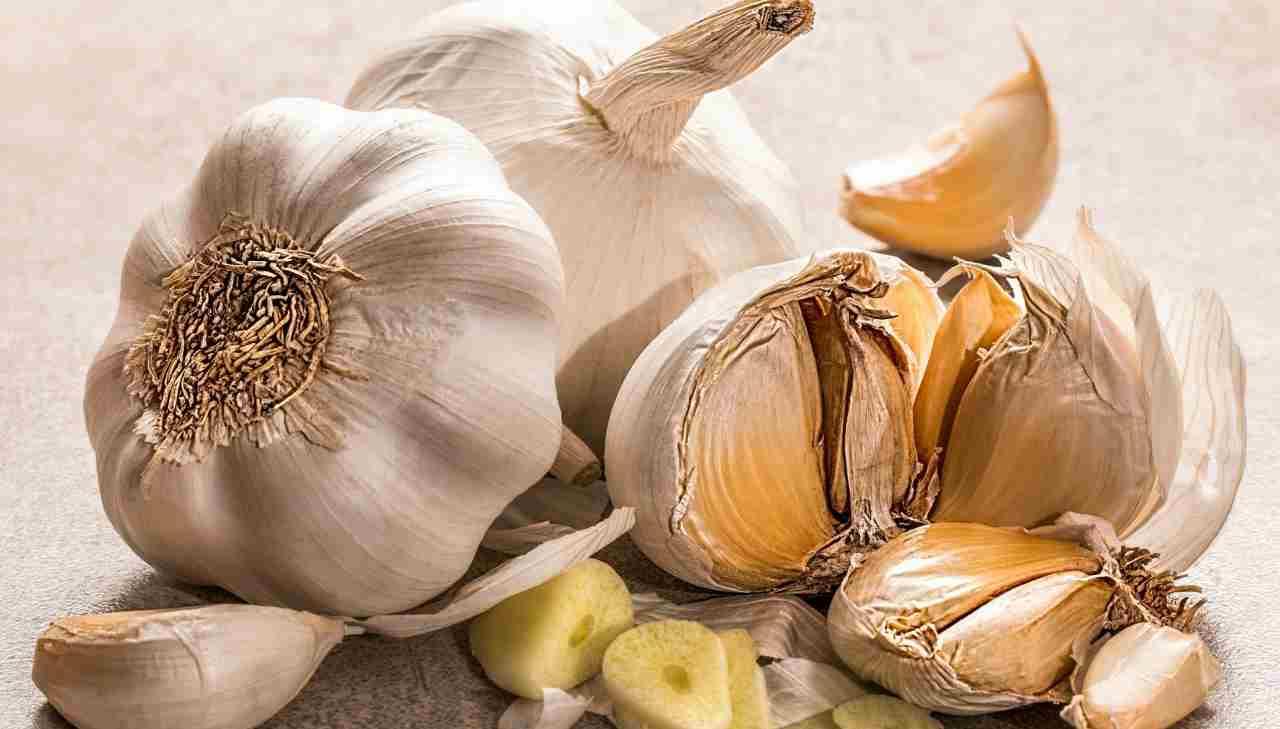 sbucciare l'aglio, i trucchetti