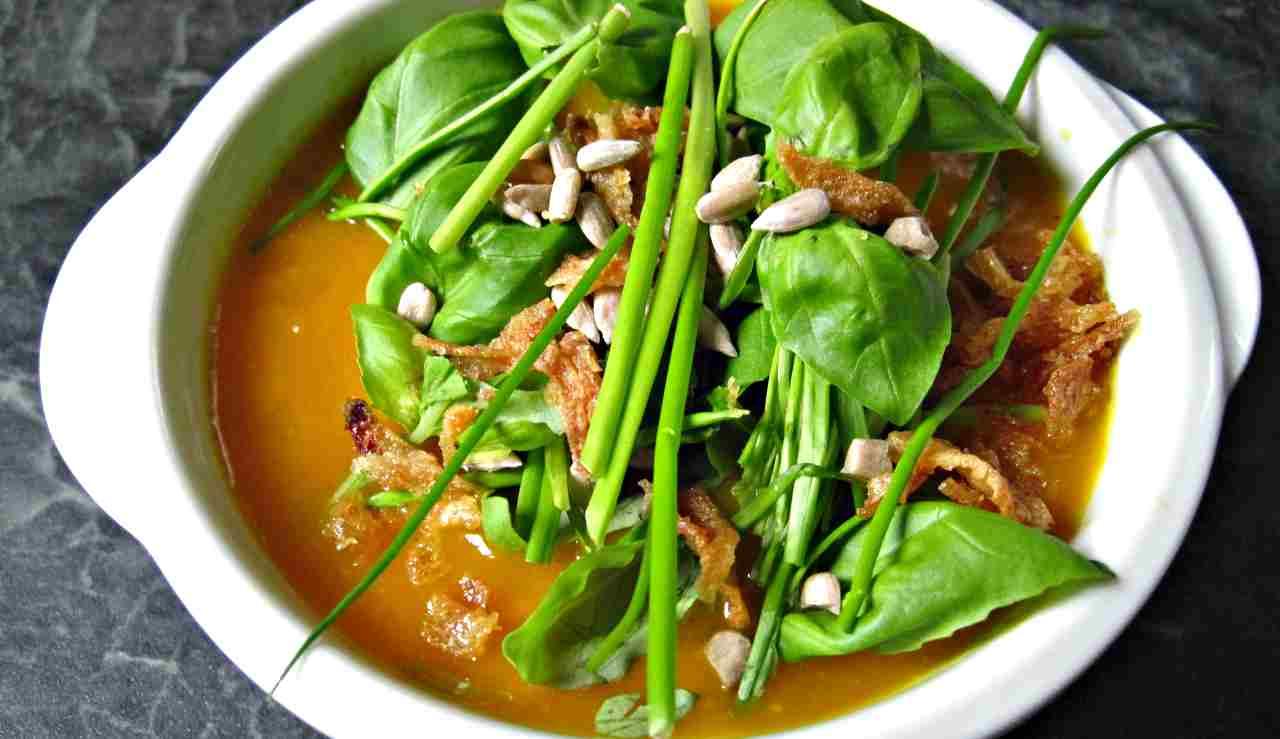 Zuppa di zucca e ceci: il piatto saporito da preparare in soli 15 minuti