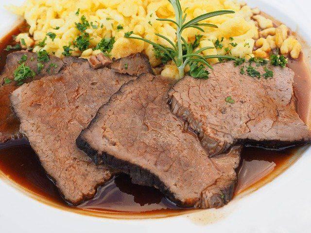 Brasato al vino rosso, un secondo piatto di carne tenerissimo e succulento