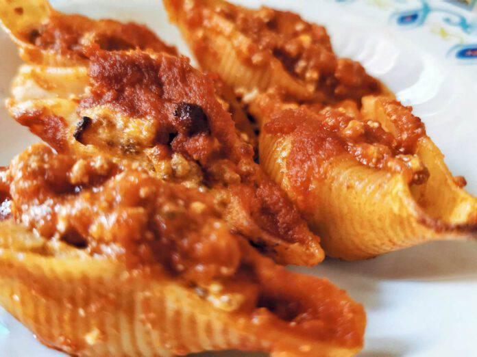 Pasta 'ripiena' al forno: il condimento di questo primo piatto vi conquisterà