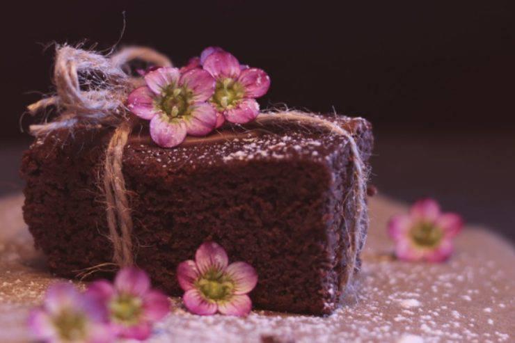 Torta al cioccolato con solo 3 ingredienti: così non l'avete mai provata