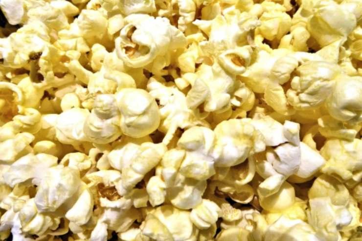 Pop corn croccanti e gustosissimi: scopriamo insieme il trucco per cucinarli al meglio e averli buoni e profumati come quelli del Cinema