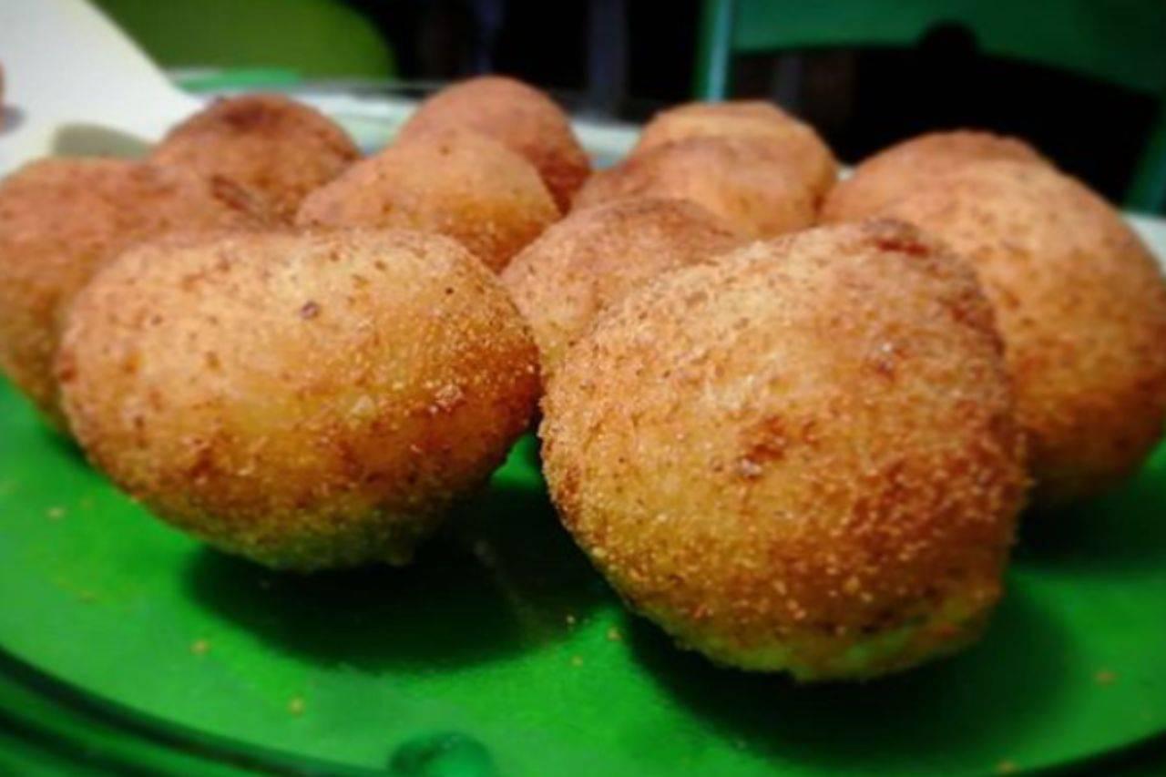 Polpette di patate e pollo: la ricetta sfiziosa ed economica pronta in poche mosse