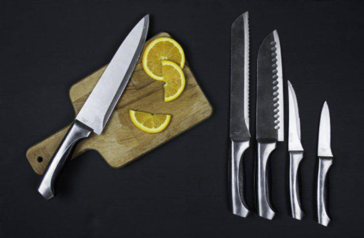 Lame poco affilate o che non tagliano più? Il rimedio casalingo super economico