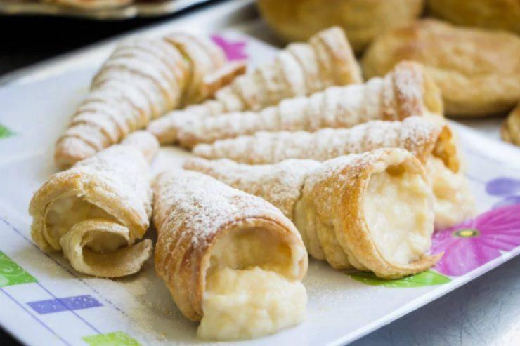 Coni di pasta sfoglia ripieni: il dessert golosissimo pronto in pochi minuti