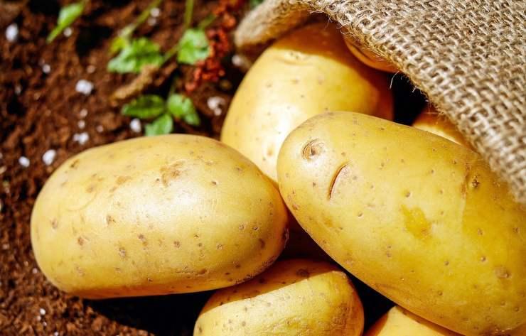 Cuoci patate padella