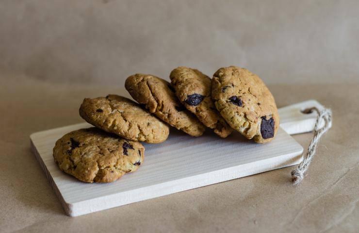 Biscotti al cioccolato fatti in casa ricetta veloce