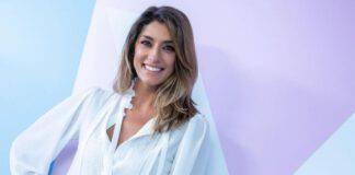 Elisa Isoardi cena gourmet sul divano foto