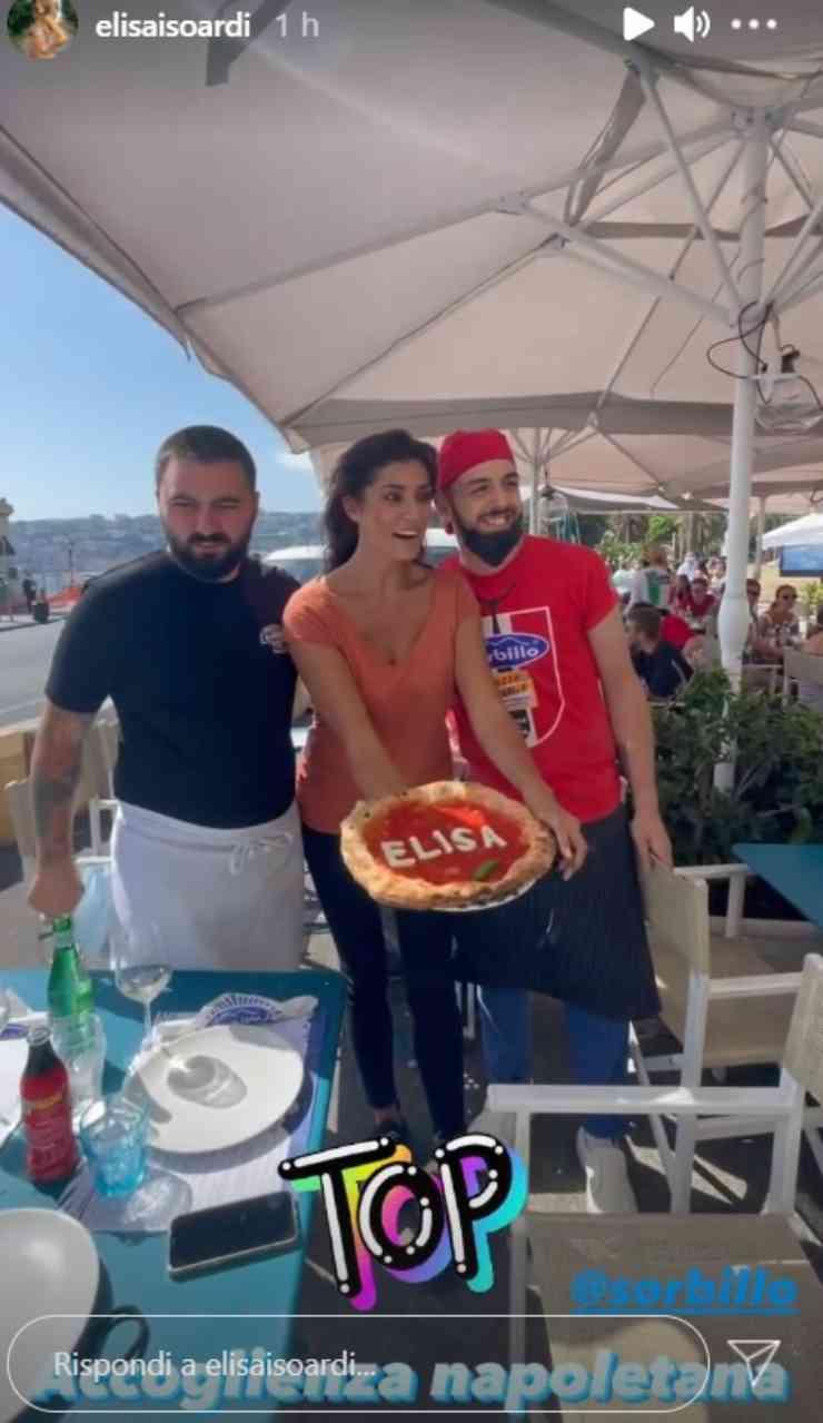 Elisa Isoardi pizza a Napoli
