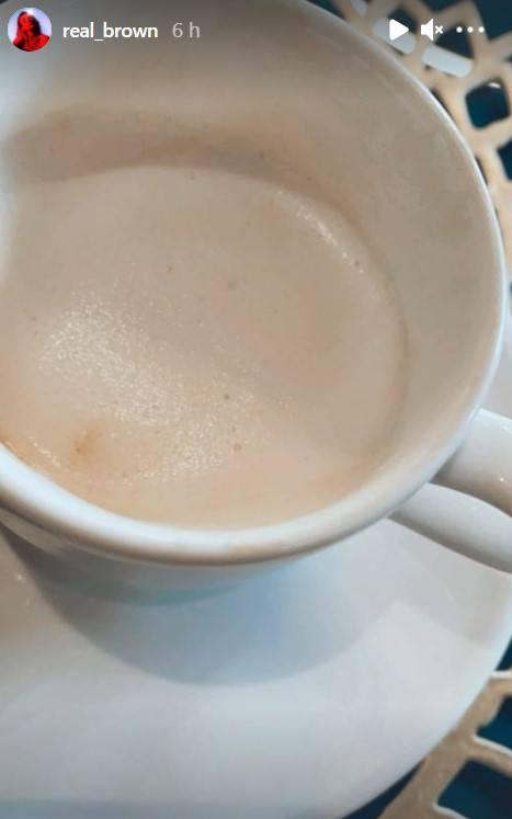 Emma Marrone beve cappuccino