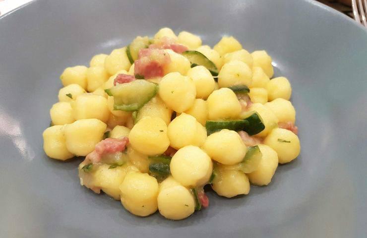 Gnocchi zucchine e pancetta ricetta