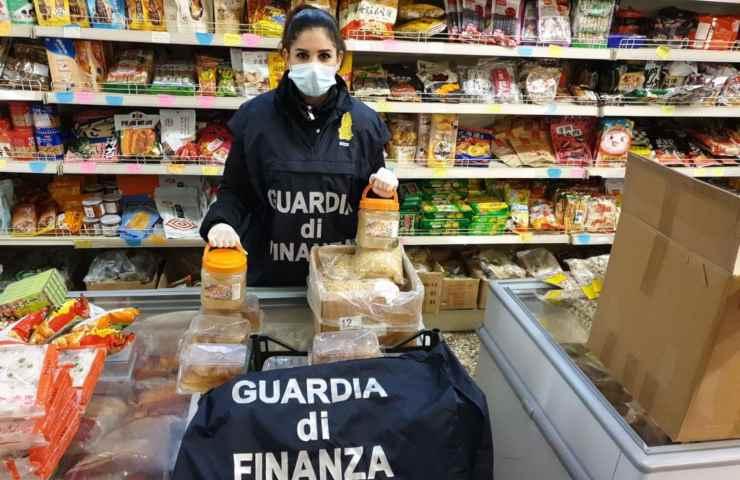 Guardia di Finanza maxi sequestro Roma 6mila tonnellate cibo scaduto dettagli